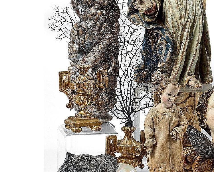 Paire de petites cassolettes formées d'un vase à l'antique en boi