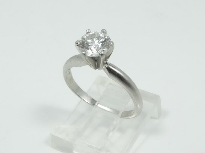 Goregous 1.00CT Genuine VS1/E GIA Certified Diamond Solitaire in Solid Platinum Band (W/GIA Certificate)