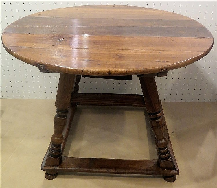 Table vieux suisse en partie ancienne - Table ancienne repeinte ...