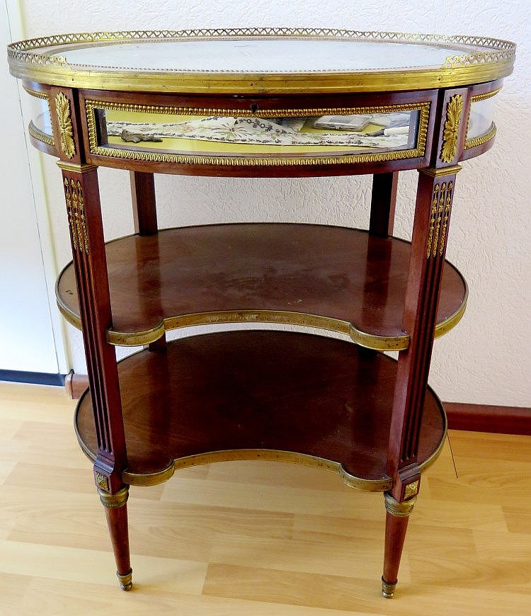 Table vitrine style louis xvi d but xxe s for Table vitrine