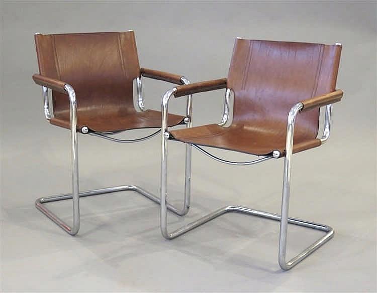 paire de fauteuils design de marcel breuer. Black Bedroom Furniture Sets. Home Design Ideas