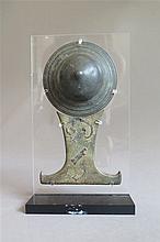 Pièce centrale d'un bouclier avec poignée, Java, XIVe s.