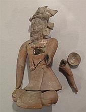 Personnage assis en tailleur, culture Maya, île de Jaïna, époque classique, 600 - 900 après J.-C..