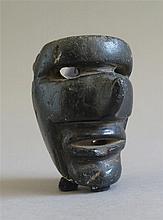 Masque pendentif anthropomorphe, culture Toltèque, Tula, Mexique, période post-classique, 900 - 1200 après J.-C.