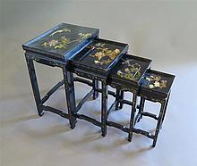 Suite de quatre tables gigognes, Chine, fin XIXe s.