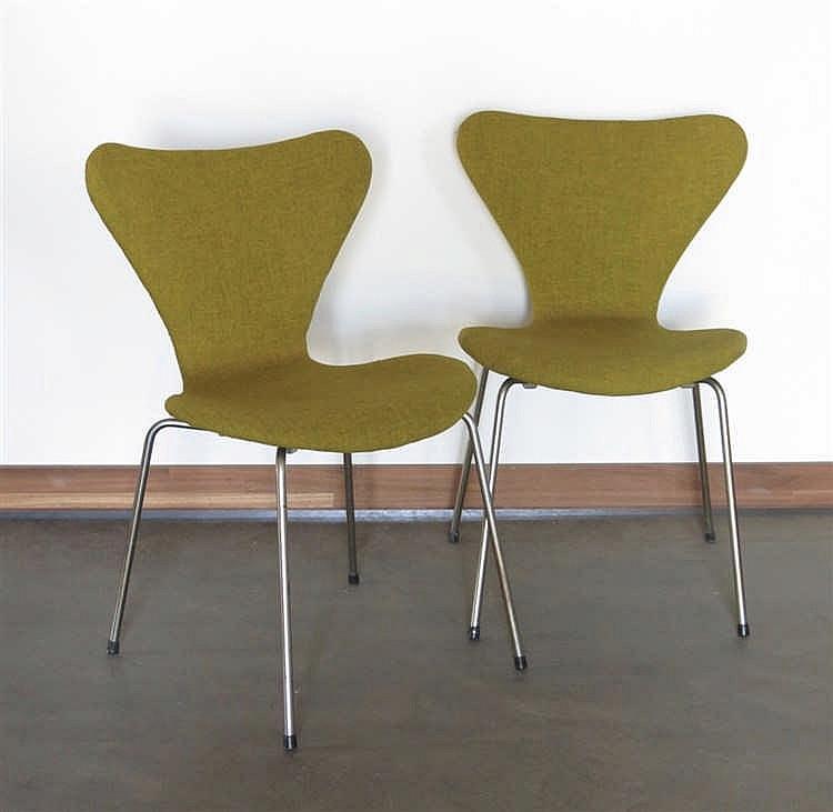 paire de chaises mod le 3107