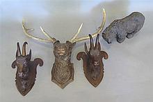 Trois trophées décoratifs, style Brienz, XXe s.