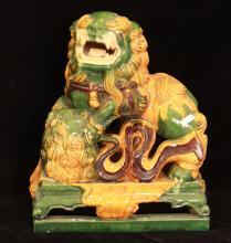 CHIEN DE FÔ Grès glaçuré. Travail chinois, 20e siècle.