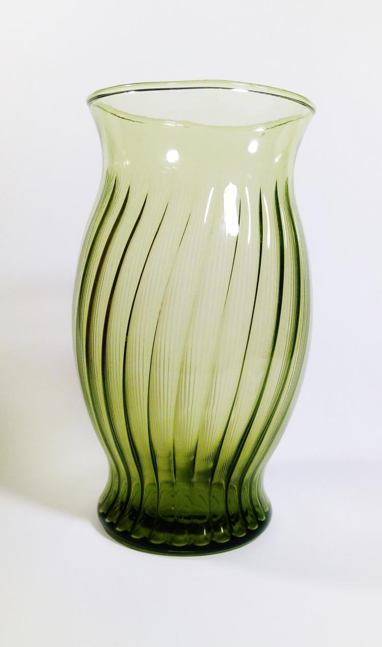 vintage art deco emerald glass vase. Black Bedroom Furniture Sets. Home Design Ideas
