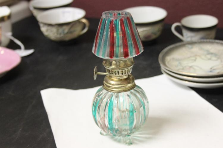 An Art Glass Oil Lamp With Three Legs