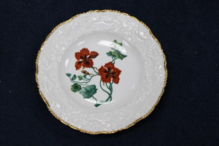 A Really Beautiful Scallop Gold 24Kt Gilted Rim Floral Plate