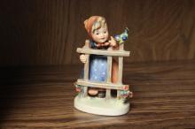 Hummer Figurine
