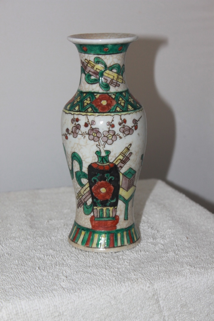 Antique Early 20th  century Chinese famille vert vase