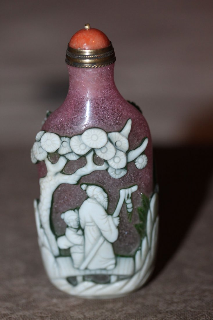 Chinese Multicolor Overlay Peking Glass Snuff Bottle