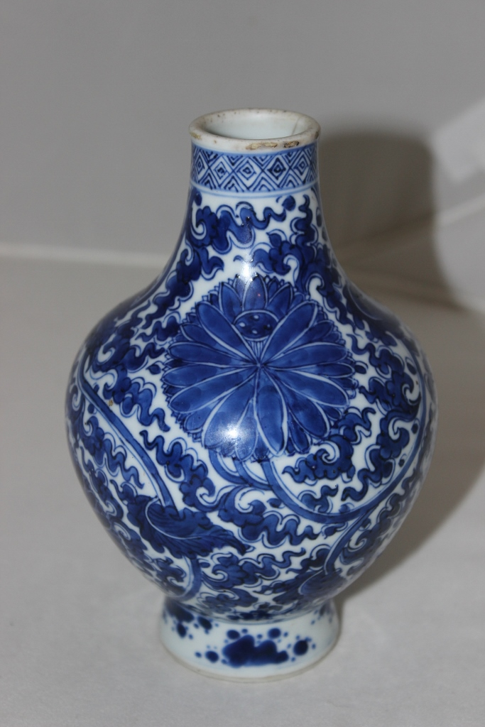 Antique Chinese Important Ming / Qing Blue & White Porcelain Vase