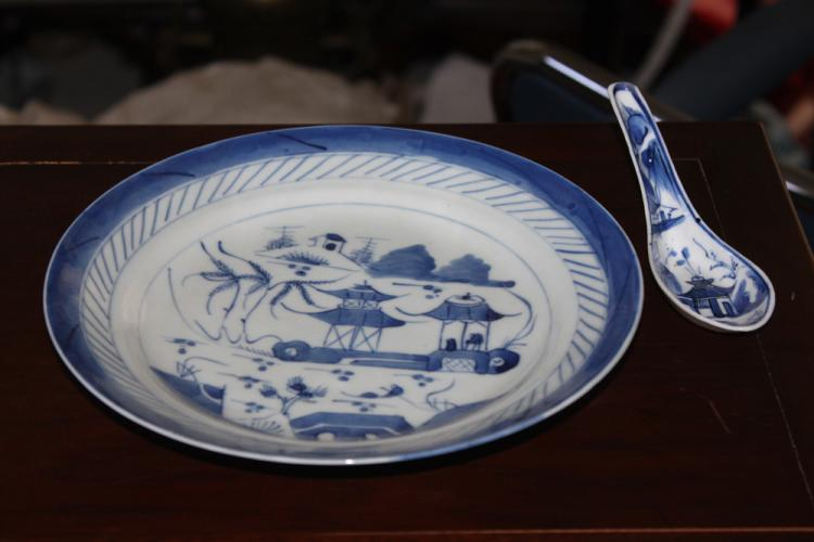 Lot of 2 Chinese Export Blue and White Pieces