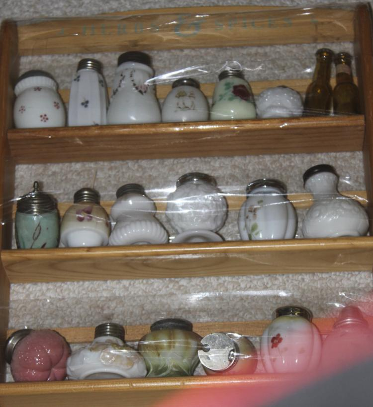 Lot of 20 Glass Shakers