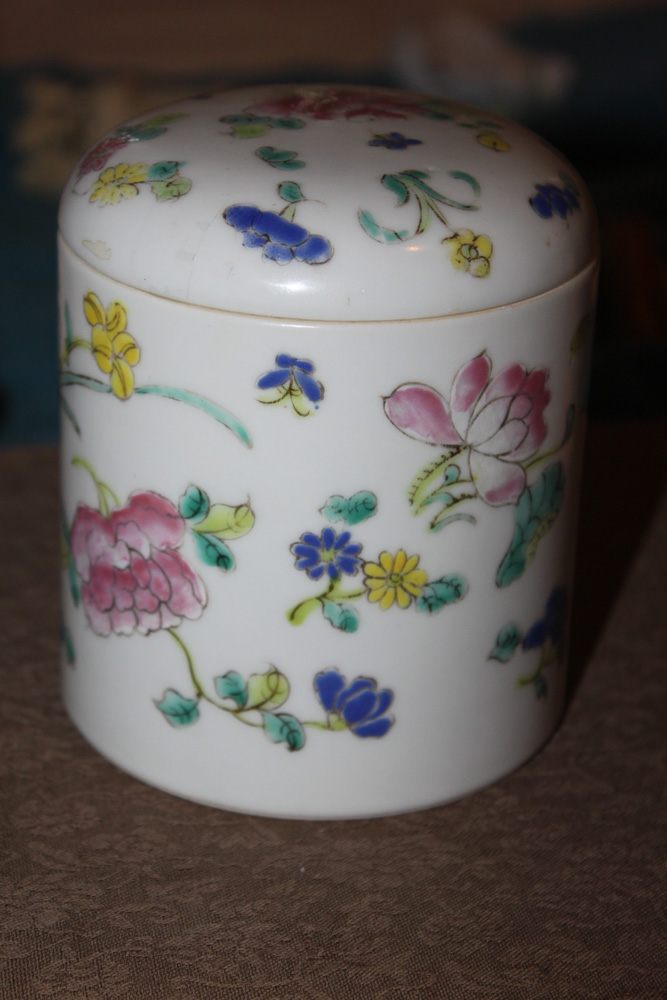Antique Chinese Late 19th Early 20th Century Cylinder Box with Lid