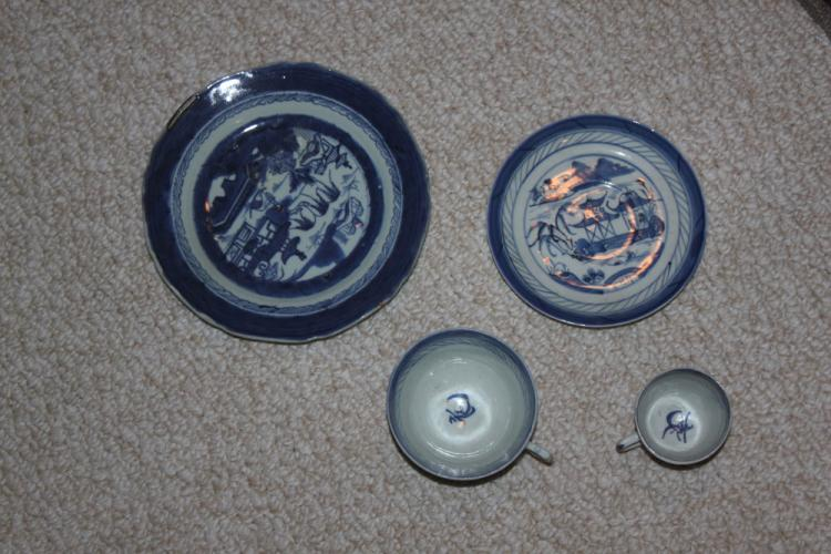 Lot of four Antique Chinese Blue and White Plates / Cups
