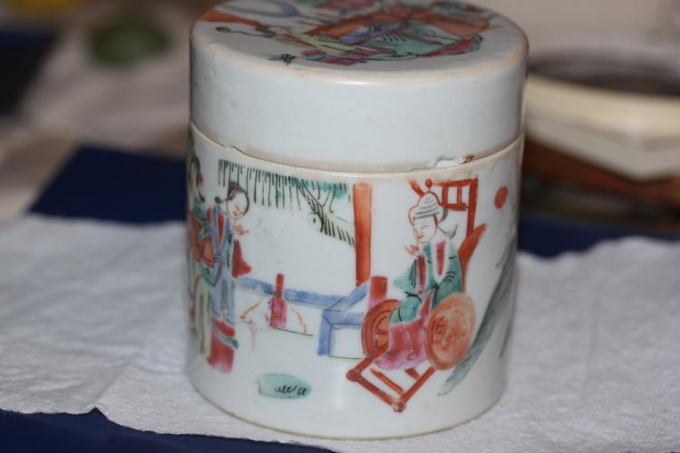 19th Century Chinese Famille Rose Porcelain Cylinder Box
