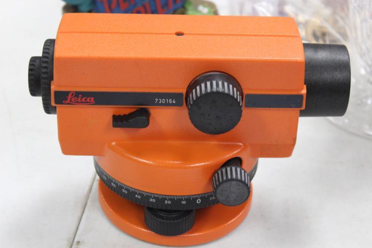Leica Surveyor Model NA 24