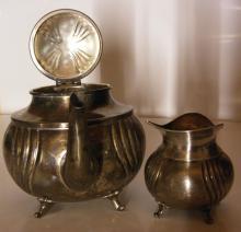 Antike, versilberte Teekanne und Milchkännchen ca. 20. Jh. - versilbert - guter Zustand