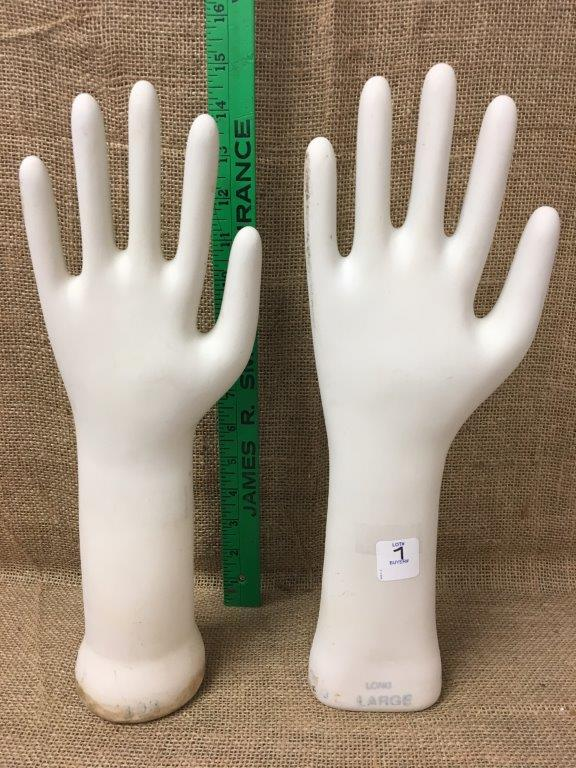 Lot 7: Stretching hands