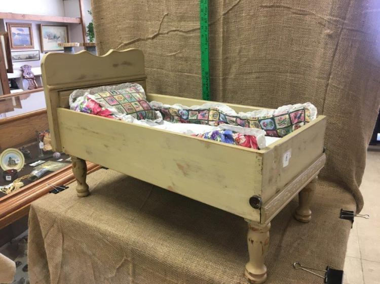 Lot 11: Doll bed