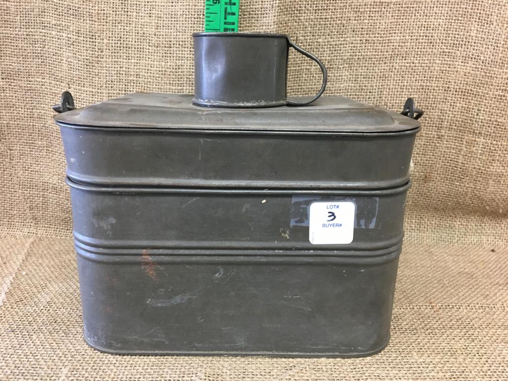 Lot 3: Lunch pail