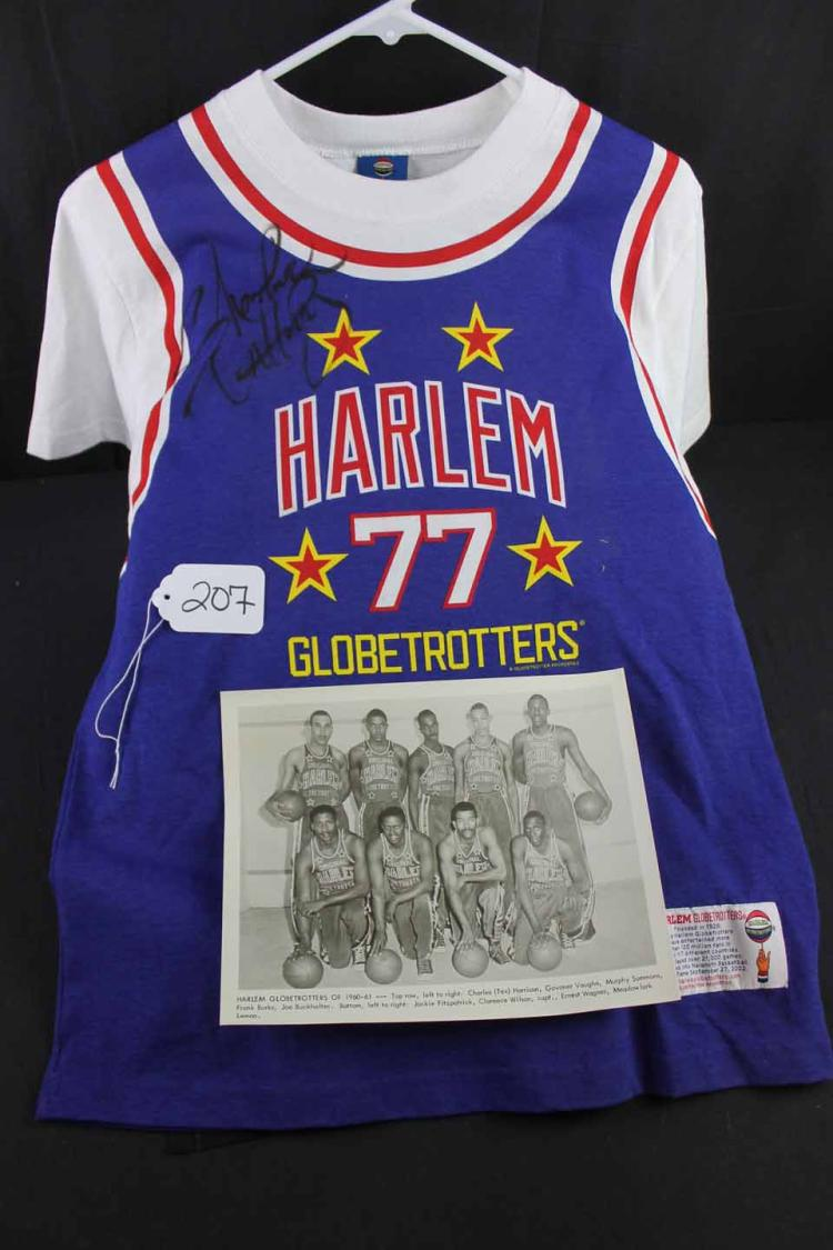 Autographed basketball photo/jersey: