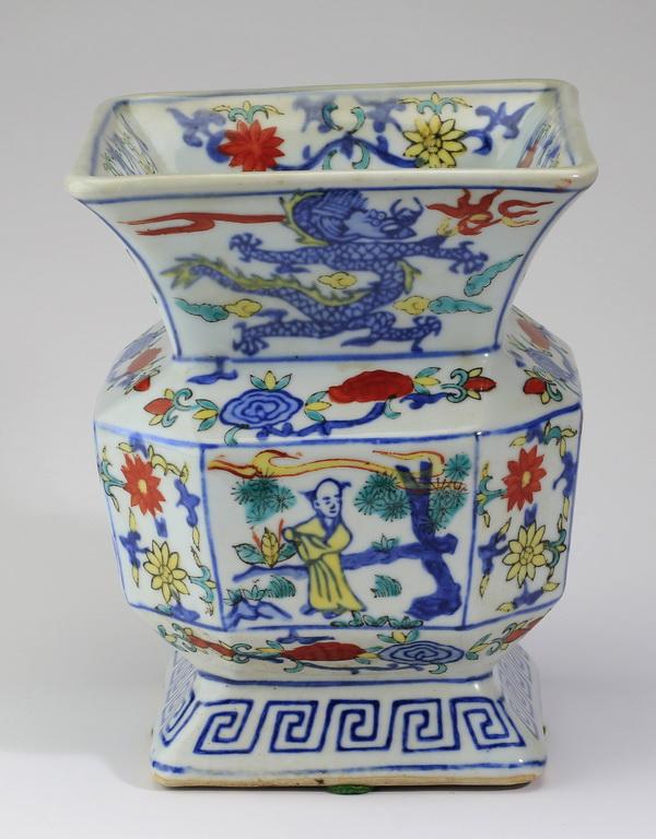 Chinese wucai panel vase, 8