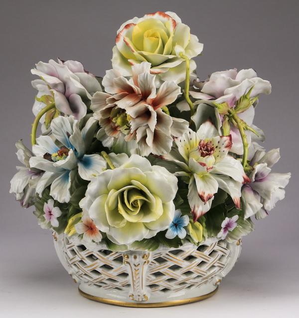Capodimonte porcelain centerpiece, 13