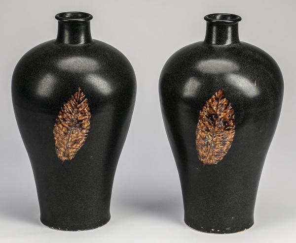 (2) Chinese Jizhou style meiping leaf vases