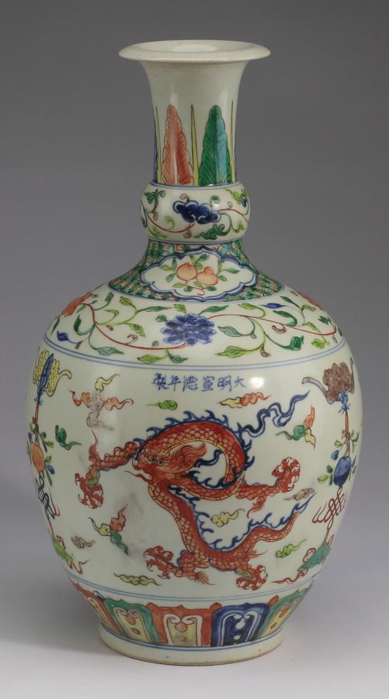 Chinese wucai vase,  Xuande mark, 16