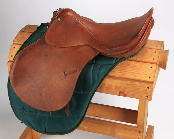 A. Pariani crafted English saddle 39
