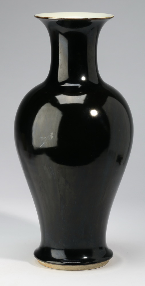 Large Chinese mirror black vase, Qianlong mark, 17