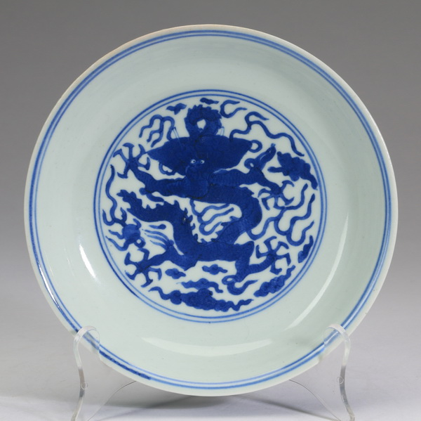 Chinese dragon dish, Qianlong mark, 7.25