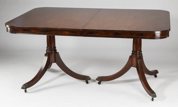 Duncan Phyfe style mahogany dinning table, 62