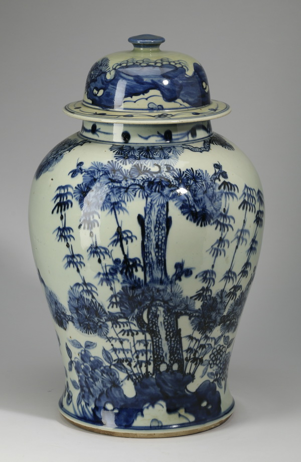 Chinese porcelain lidded jar, 'Three Friends' motif
