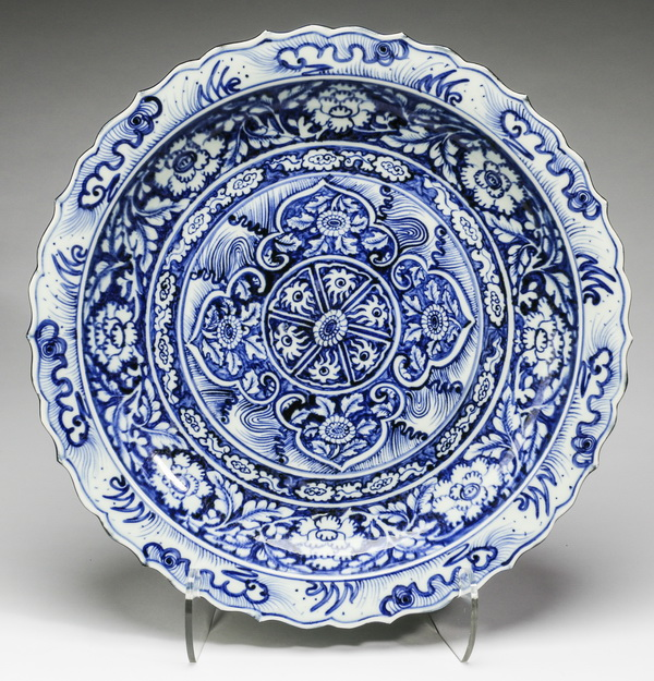 Chinese ruyi and floral charger, 18