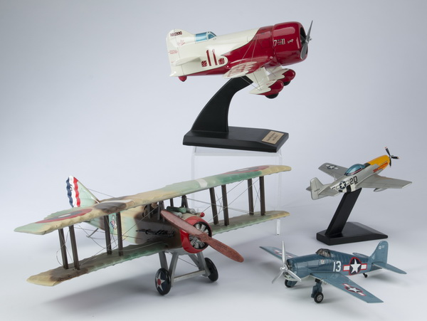 (4) Aviation models including a Gee Bee R-1
