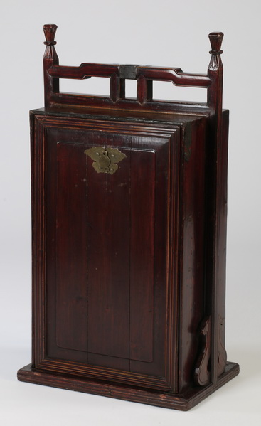 Chinese traveling cabinet, 40
