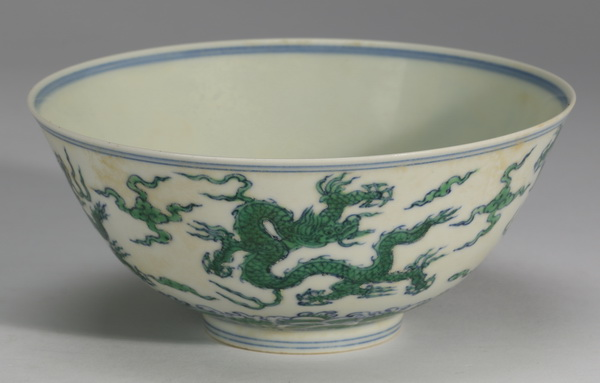 Chinese Ming style dragon bowl, Xuande mark