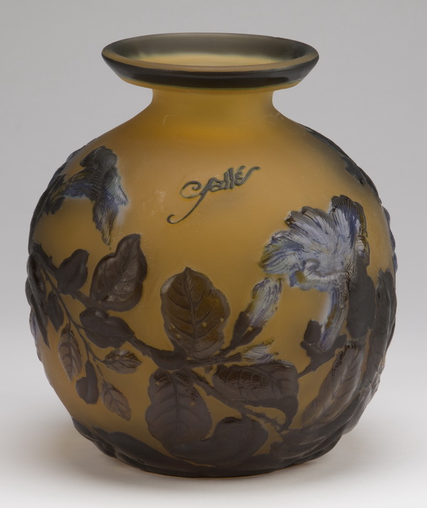 Contemporary Galle' style cameo glass vase, 10