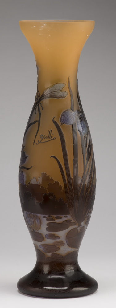 Contemporary Galle' style cameo glass vase, 20