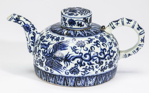 Chinese half moon phoenix teapot, 12