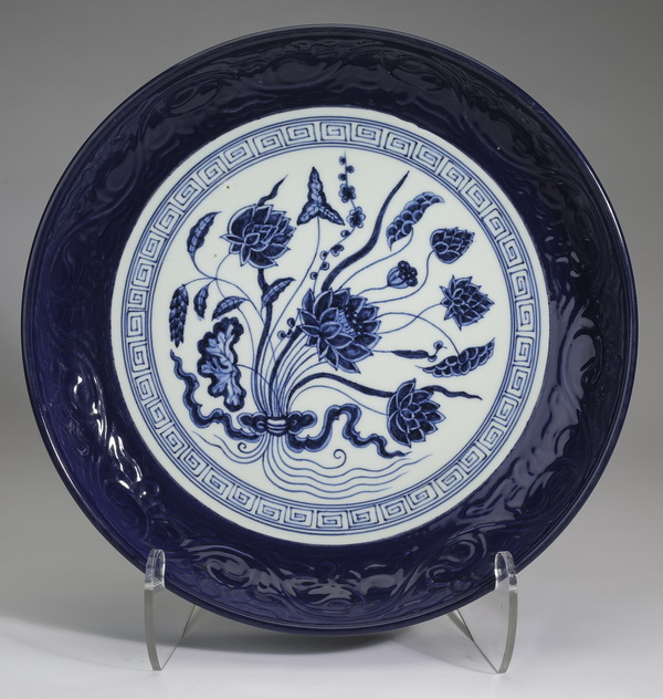 Chinese blue & white lotus charger