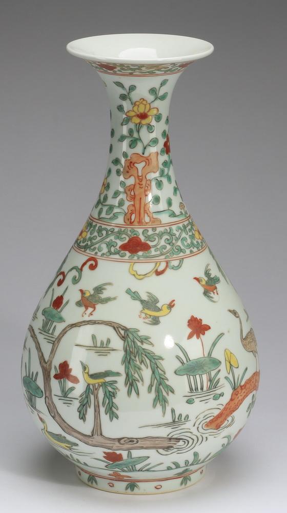 Chinese Ming style bottle vase, Xuande mark, 14