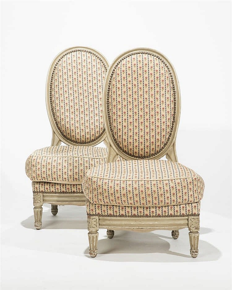 paire de chaises basses de style louis xvi. Black Bedroom Furniture Sets. Home Design Ideas
