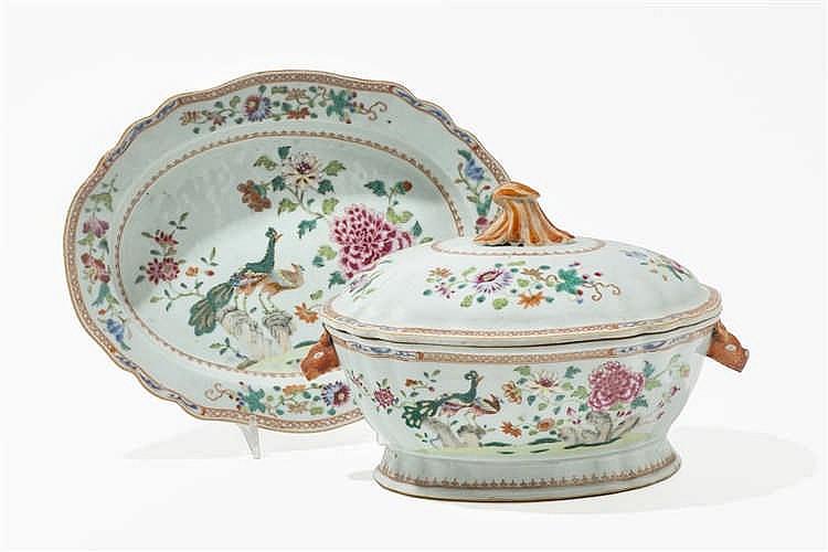 L gumier sur pr sentoir en porcelaine d cor famille rose for Decoration sur porcelaine